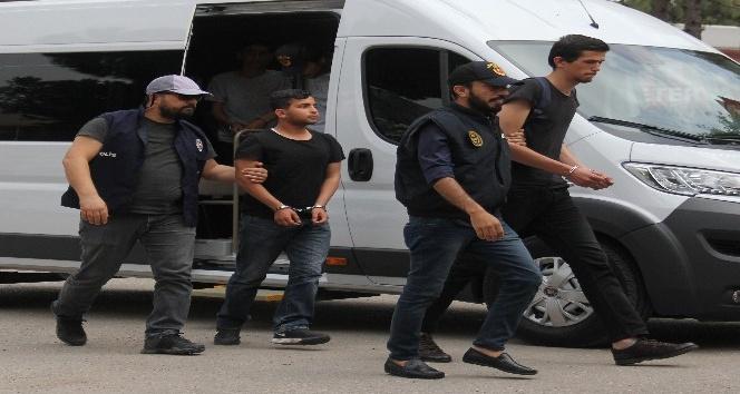Duvarlara yasa dışı yazı yazan 4 kişi gözaltına alındı