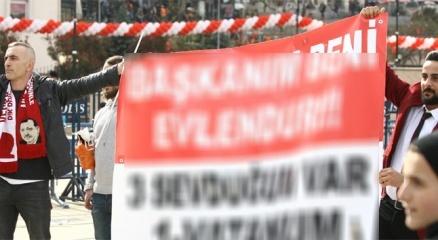 Pankart açarak Cumhurbaşkanı Erdoğan'dan kendisini evlendirmesini istedi