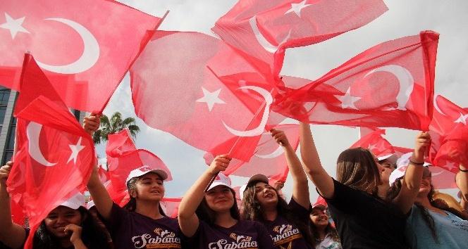 Adana'da 19 Mayıs coşkusuna İzmir Marşı damgası