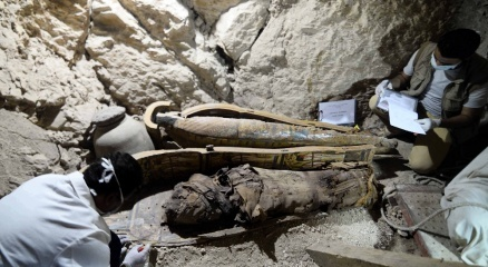 Yer altı mezarlığında 17 mumya bulundu