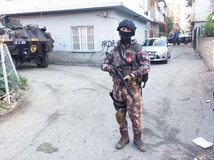 Adana'da Bir Eve Yapılan Baskında 7 DEAŞ'lıGözaltına Alındı