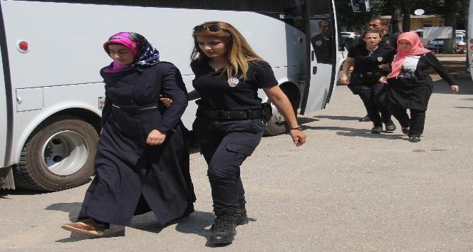FETÖ'den gözaltına alınan 20 öğretmen adliyeye sevk edildi