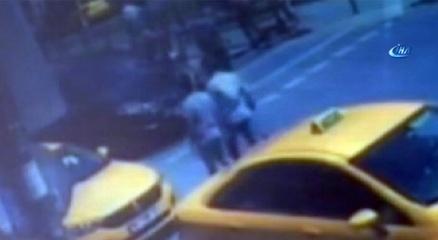 Kırmızı ışıkta yolun karşısına geçen yaşlı adama motosiklet böyle çarptı