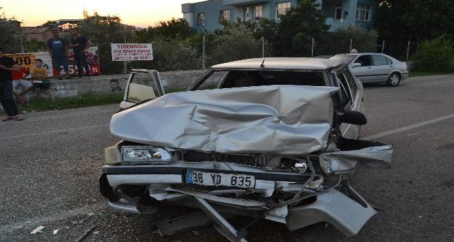 Kozan'da zincirleme trafik kazası: 3 yaralı