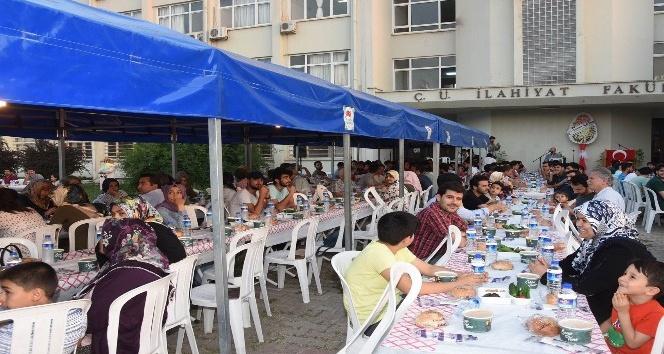 Vali Demirtaş, üniversite öğrencileriyle iftarda bir araya geldi