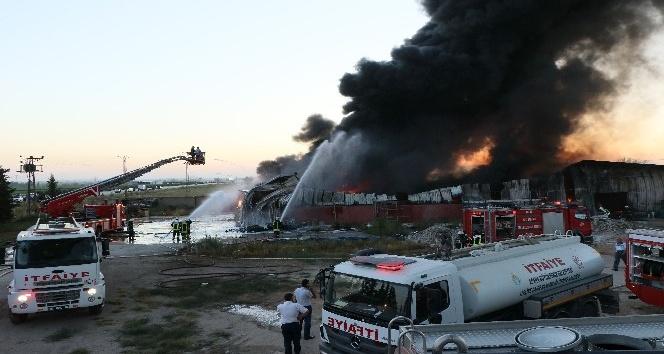 Adana'da boya fabrikasında korkutan yangın