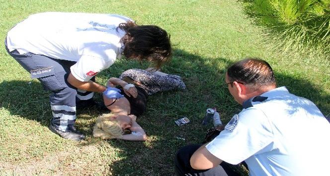 Genç kadın alkol alıp parkta sızdı