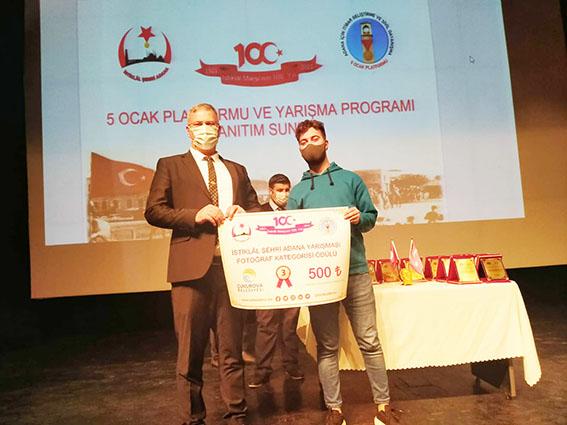 """Başkan Topuz, """"İstiklal Şehri Adana"""" ödüllerini verdi!"""
