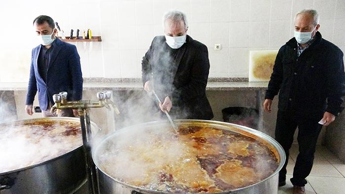 Kozan'da ihtiyaç sahibi bin 100 aileye Ramazan boyu sıcak aş desteği