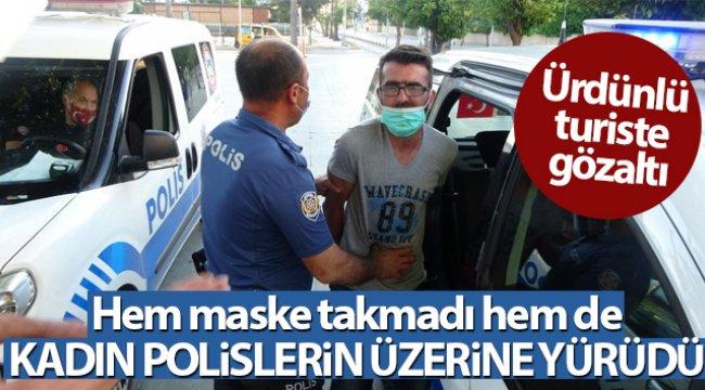 Maske takmamakta direnen turist gözaltına alındı